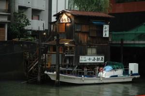 Un embarcadère à l\'embouchure de la Kandagawa, Tokyo