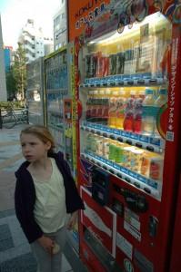 Mirabelle et le distributeur de boissons