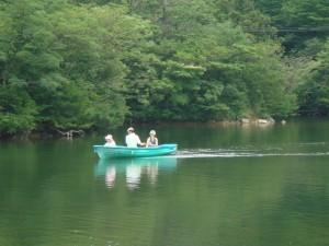 Un tour de barque sur l\'étang d\'Unzen (Kyushu, Japon)