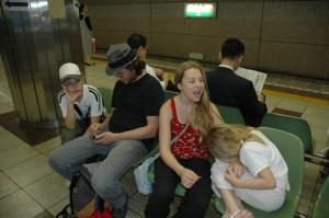 Retour du soir dans le métro de Tokyo...