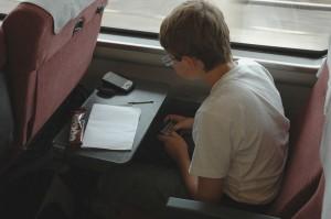 Igor prépare le texte du blog avec le mini-clavier bluetooth Targus dans le train pour Kanazawa