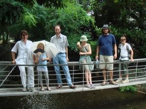 Les Dubois sur la passerelle a Kyoto