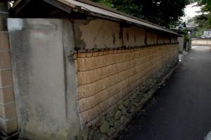 Mur en terre battue autour d\'une vieille propriété de Kanazawa, Japon