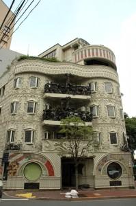 L\'étrange immeuble Waseda El Dorado à Tokyo